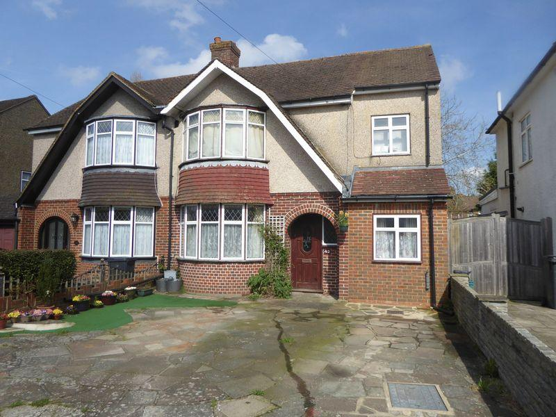 4 Bedrooms Semi Detached House for sale in Thornton Crescent, Coulsdon