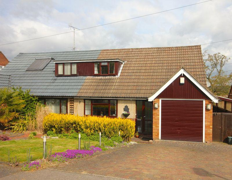 2 Bedrooms Semi Detached House for sale in The Coppins, Markyate.