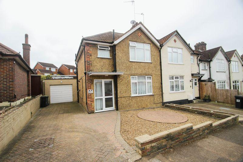 3 Bedrooms End Of Terrace House for sale in Epsom