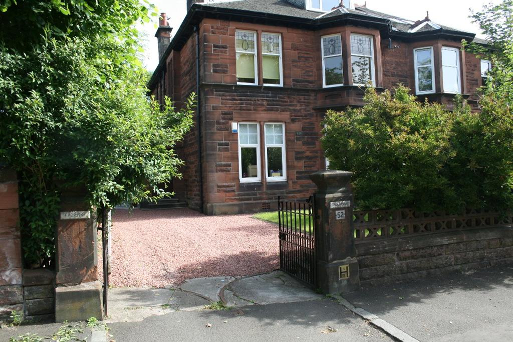 2 Bedrooms Apartment Flat for sale in Urrdale Road, Dumbreck, Glasgow, G41 5DD