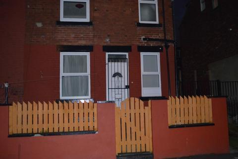 2 bedroom terraced house to rent - Westbourne Mount, Leeds, LS11