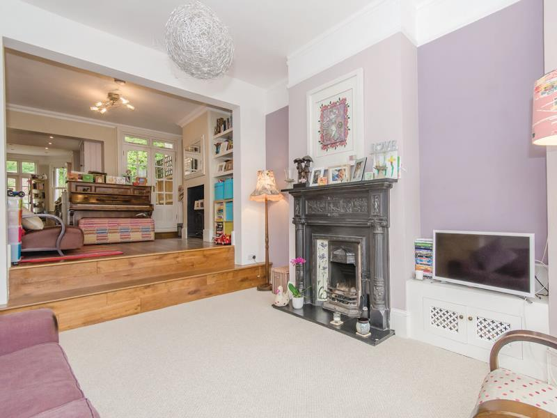 5 Bedrooms Terraced House for sale in Victoria Road, N22