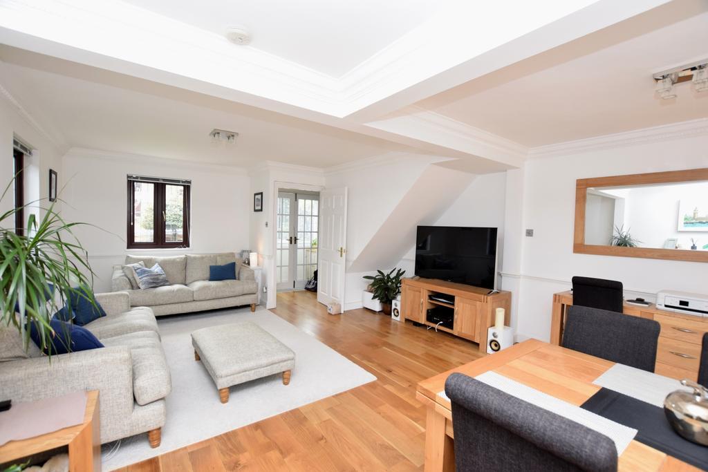2 Bedrooms Semi Detached House for sale in Strathnairn Street Bermondsey SE1