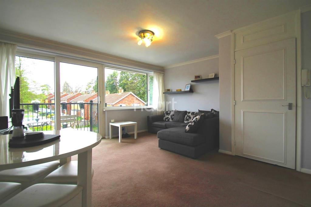 2 Bedrooms Flat for sale in Chaulden House Gardens, Hemel Hempstead, HP1