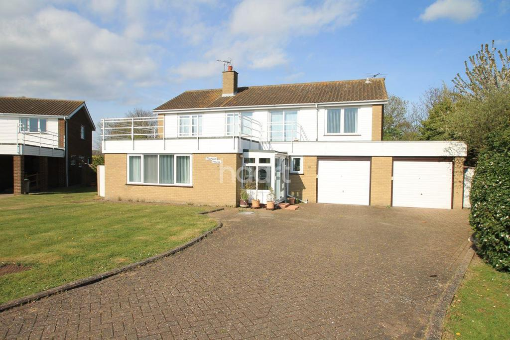 3 Bedrooms Detached House for sale in Beacon Heights, Point Clear, St Osyth