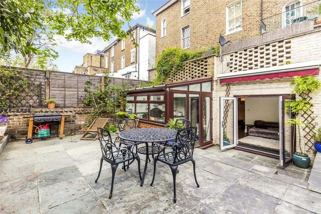 2 Bedrooms Flat for sale in Gunter Grove, London