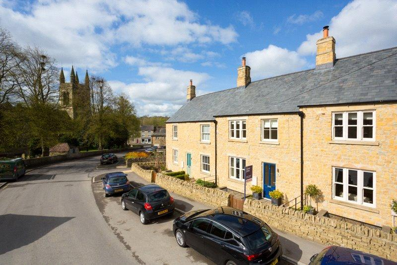 4 Bedrooms Terraced House for sale in Canons Garth, Helmsley, York, North Yorkshire, YO62