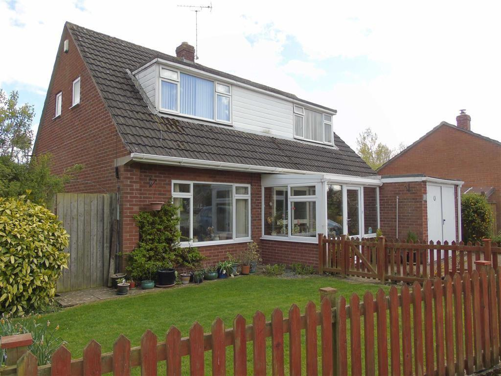 3 Bedrooms Detached Bungalow for sale in 33, Acrefield Avenue, Guilsfield, Welshpool, Powys, SY21