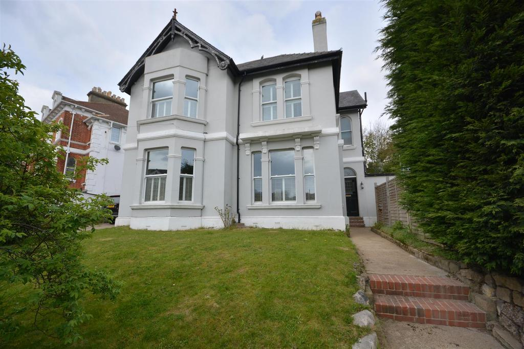 4 Bedrooms Detached House for sale in St. Helens Road, Hastings