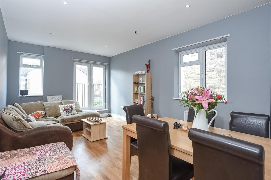 2 Bedrooms Flat for sale in Kingston Road, Wimbledon, SW20