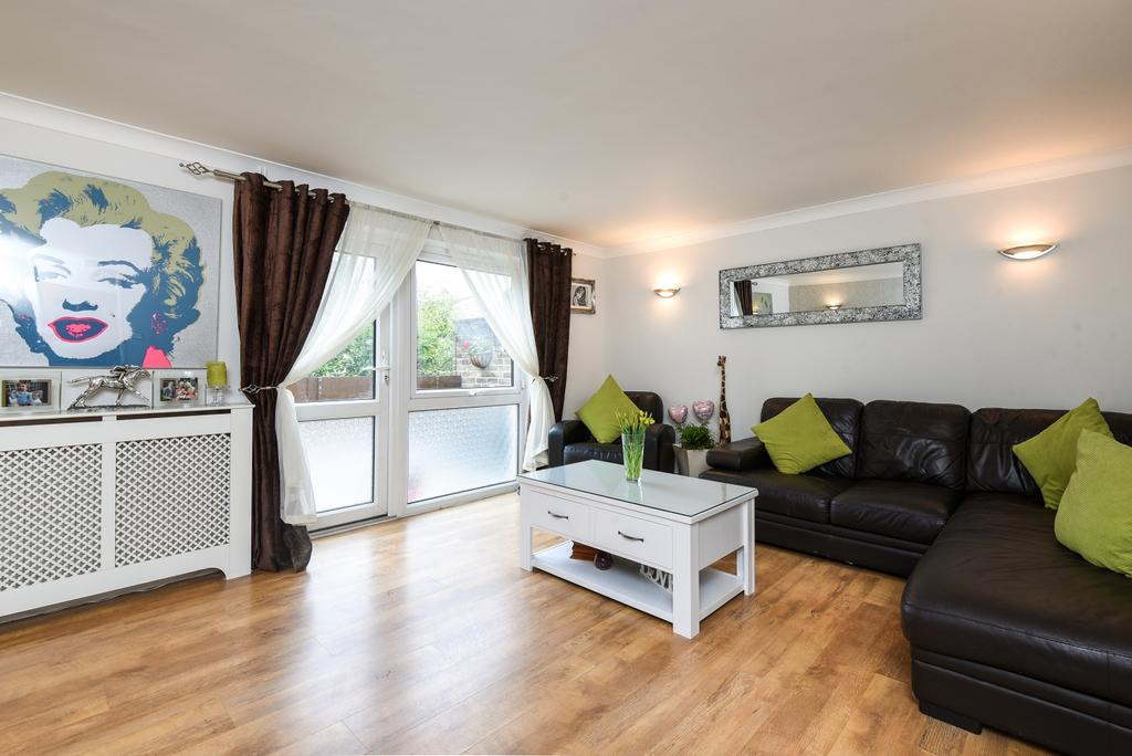 3 Bedrooms Maisonette Flat for sale in Mallard Walk Sidcup DA14