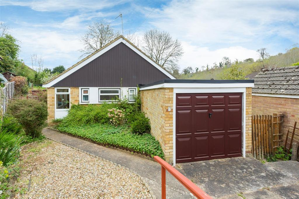 2 Bedrooms Detached Bungalow for sale in Five Acre Wood, High Wycombe