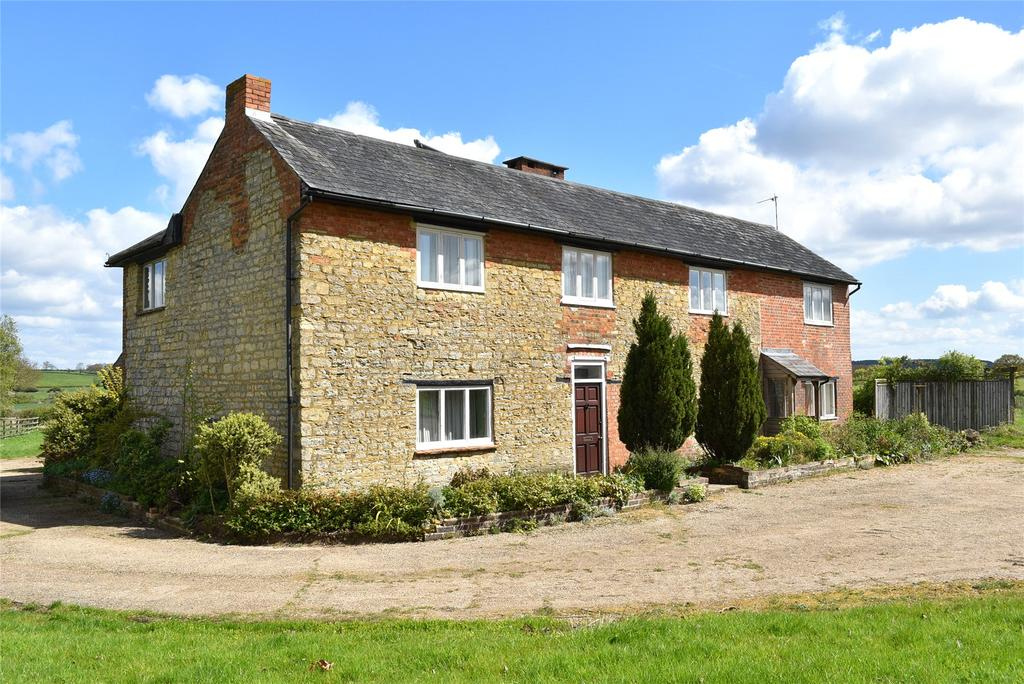 5 Bedrooms Detached House for sale in Stratford Road, Whaddon