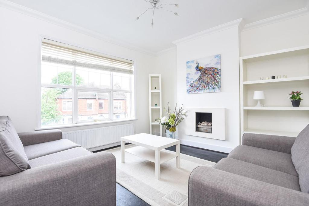 3 Bedrooms Maisonette Flat for sale in Radbourne Road, Balham, SW12