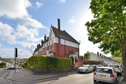 3 bedroom semi-detached house to rent - Hermiston Avenue, N8 8NL