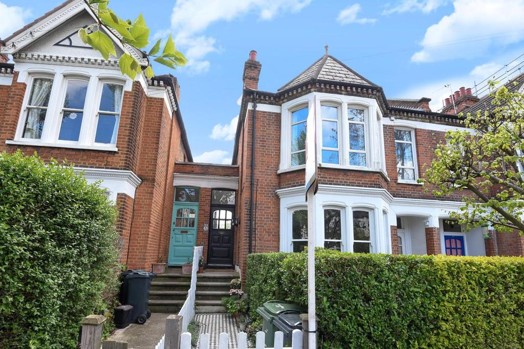 2 Bedrooms Maisonette Flat for sale in Harborough Road, Streatham, SW16