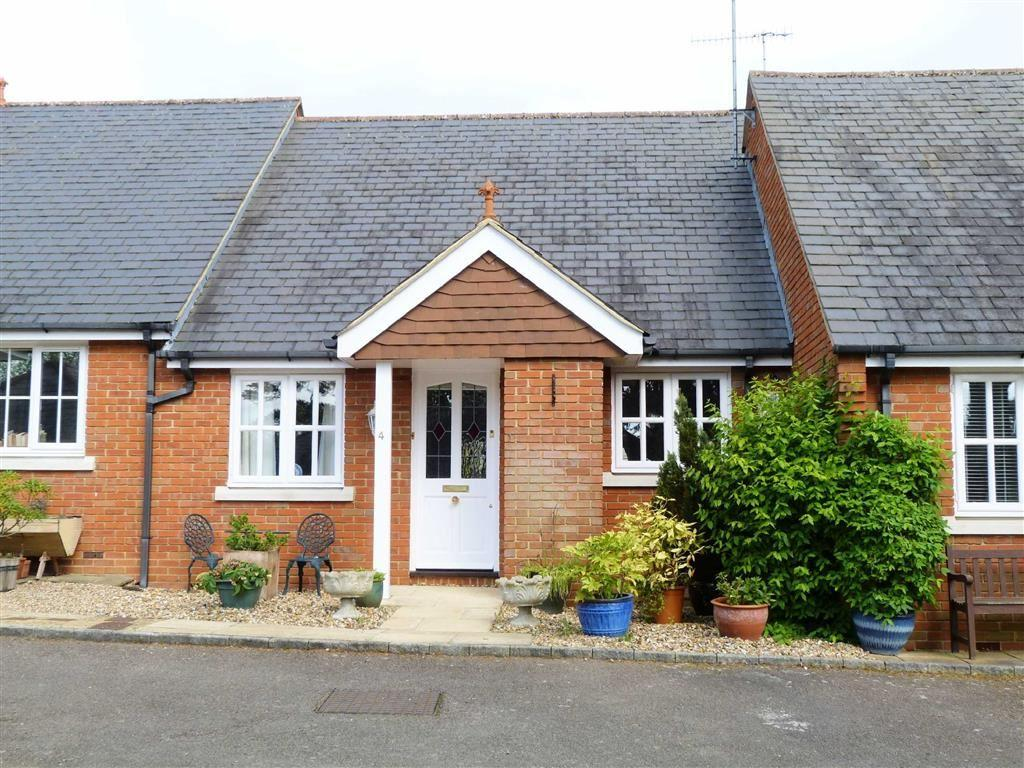 2 Bedrooms Terraced Bungalow for sale in Church Place, Welwyn Village