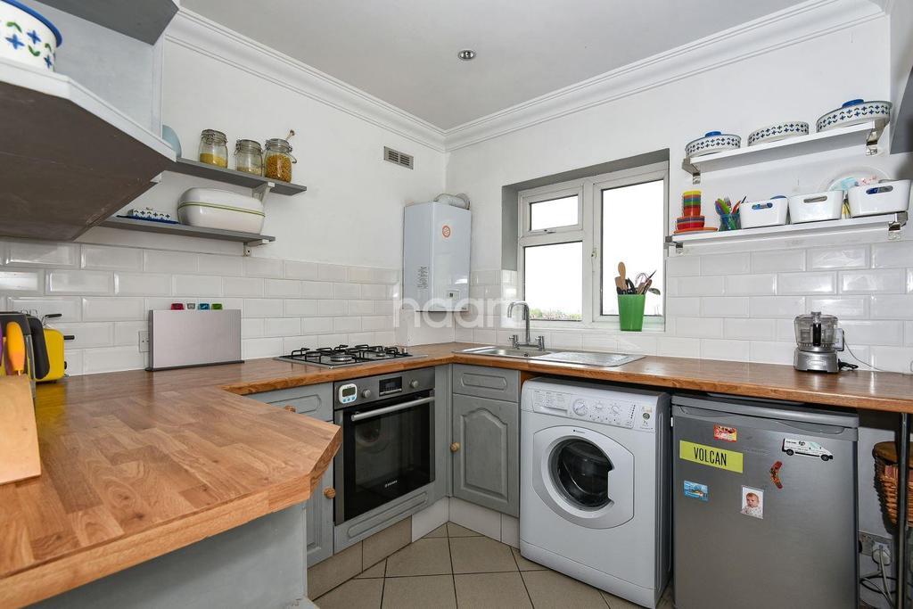 2 Bedrooms Maisonette Flat for sale in Hilltop Court, Upper Norwood. SE19