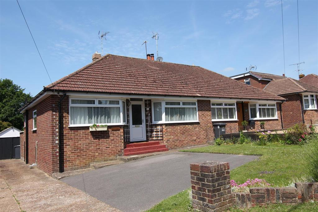 2 Bedrooms Bungalow for sale in Valebridge Road, Burgess Hill