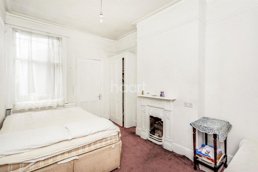 3 Bedrooms Terraced House for sale in Babington Road, Streatham, SW16