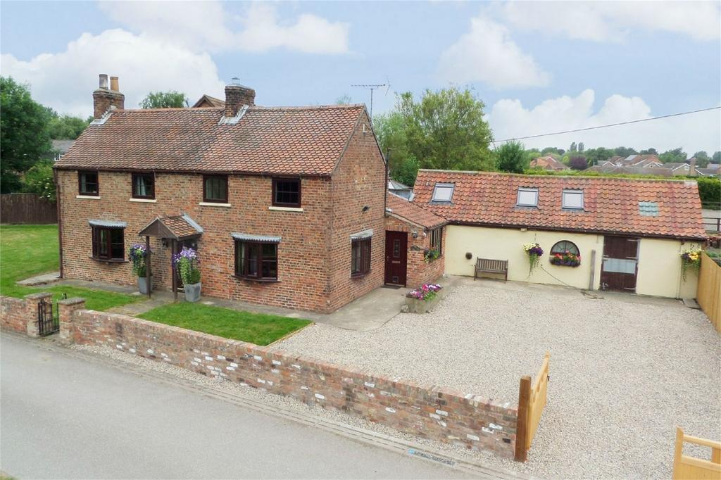 4 Bedrooms Detached House for sale in Mains Lane, Seaton Ross, York