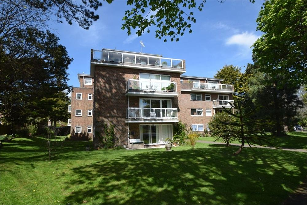 3 Bedrooms Flat for sale in Park Avenue, Little Ratton, East Sussex