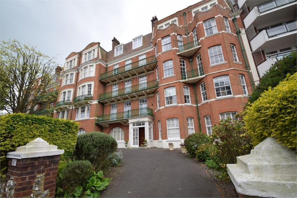 4 Bedrooms Flat for sale in Hartington Mansions, Hartington Place, Eastbourne, East Sussex