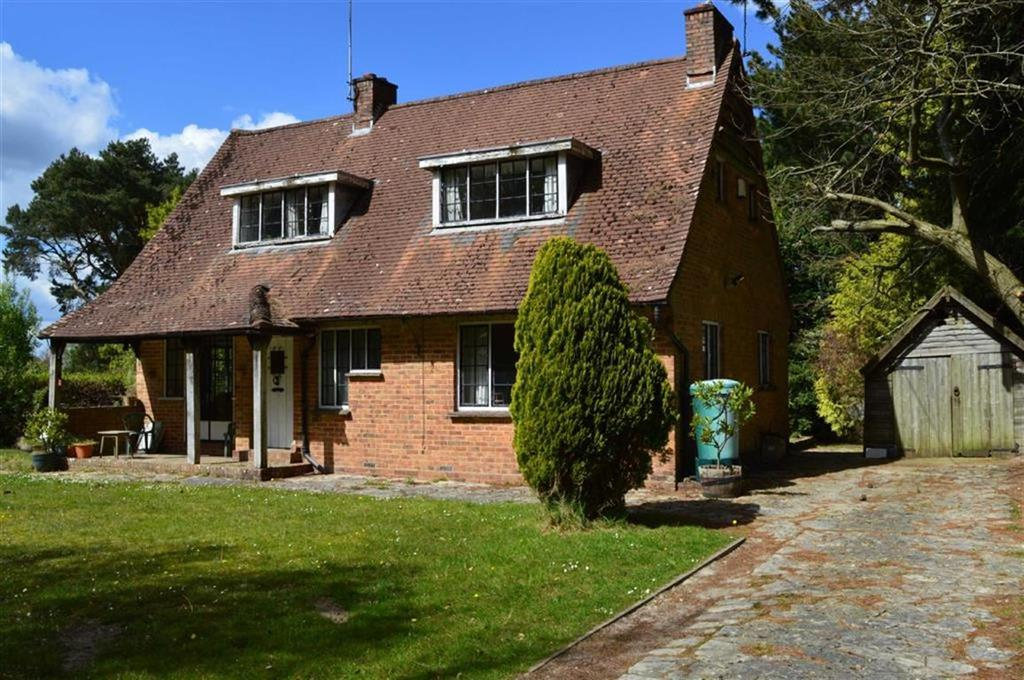 2 Bedrooms Chalet House for sale in Rushall Lane, Poole, Dorset