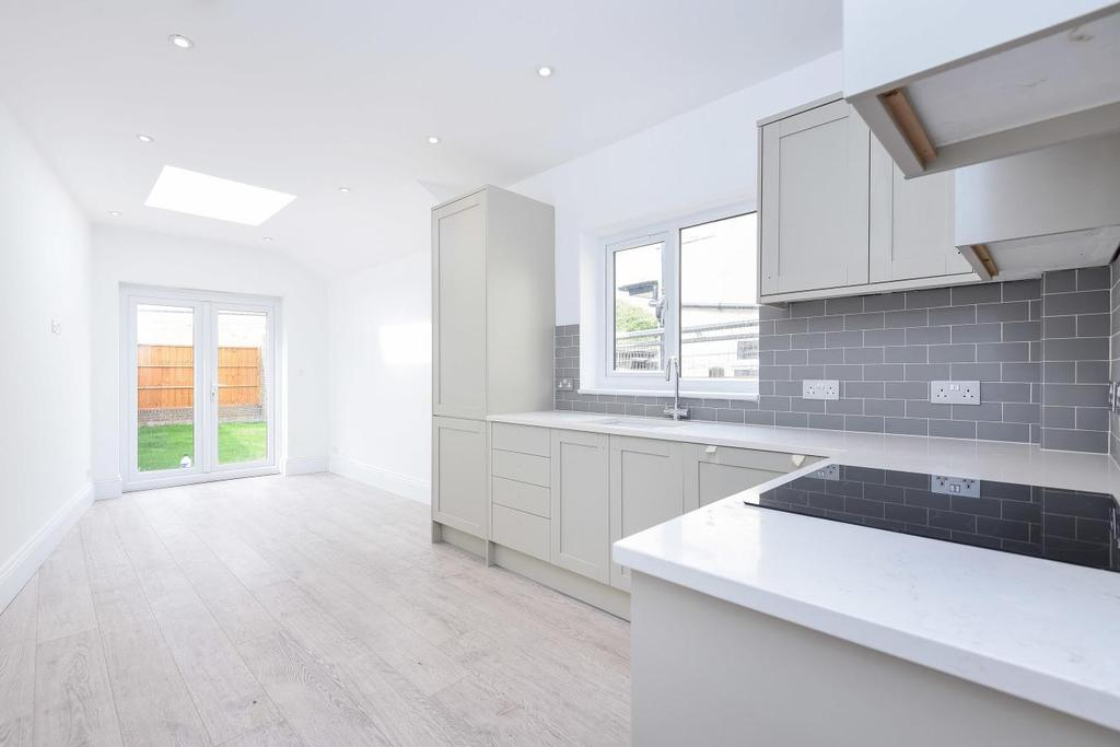 3 Bedrooms Flat for sale in Imperial Road, Alexandra Park