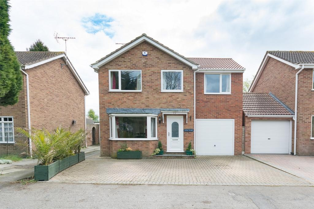4 Bedrooms Detached House for sale in Bridlington Road, Stamford Bridge, York