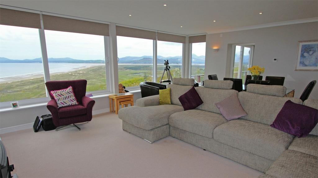4 Bedrooms Detached House for sale in Hendre Mur, Old Llanfair Road, Harlech, Gwynedd