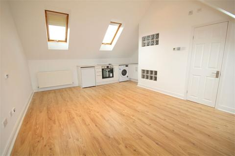 Studio to rent - Summerhouse Lane, Harefield, Middlesex