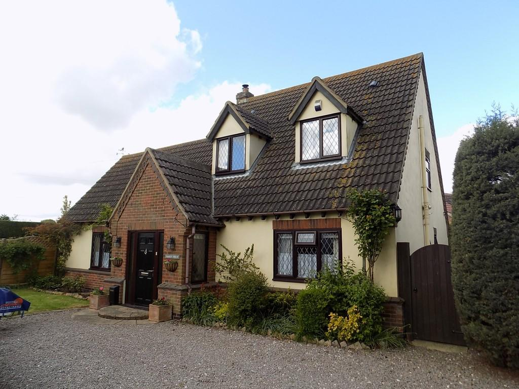 4 Bedrooms Detached House for sale in Church Road, Christchurch