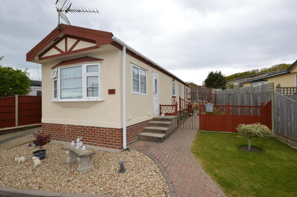 2 Bedrooms Mobile Home for sale in Woodlands Park, Hordle
