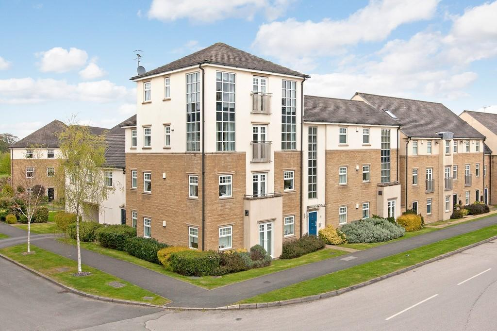 3 Bedrooms Apartment Flat for sale in High Royds Drive, Menston