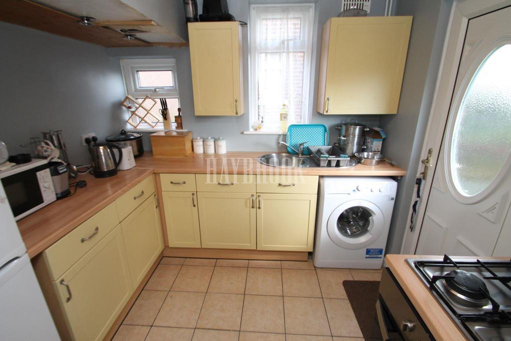 3 Bedrooms Semi Detached House for sale in Warren Avenue, Rawmarsh