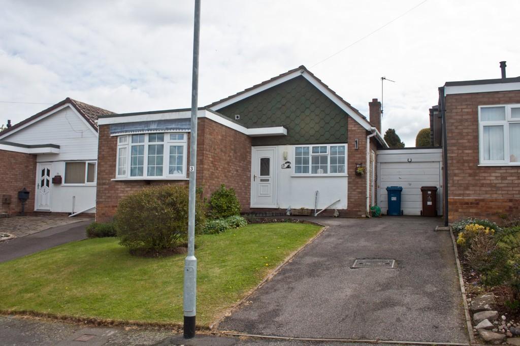2 Bedrooms Detached Bungalow for sale in Lambert Drive, Burntwood