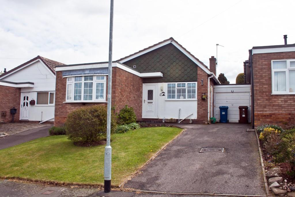 2 Bedrooms Detached Bungalow for sale in Lambert Drive, Burntwood