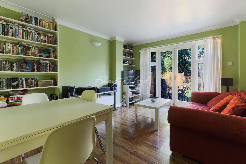 2 Bedrooms Flat for sale in Hilly Fields Crescent, Brockley, London, SE4 1QA
