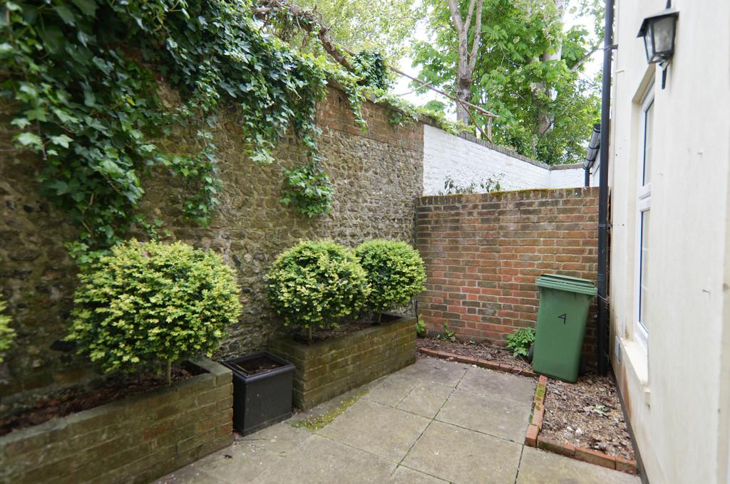St Bartholomews Close Chichester 3 Bed Townhouse 163 439 950