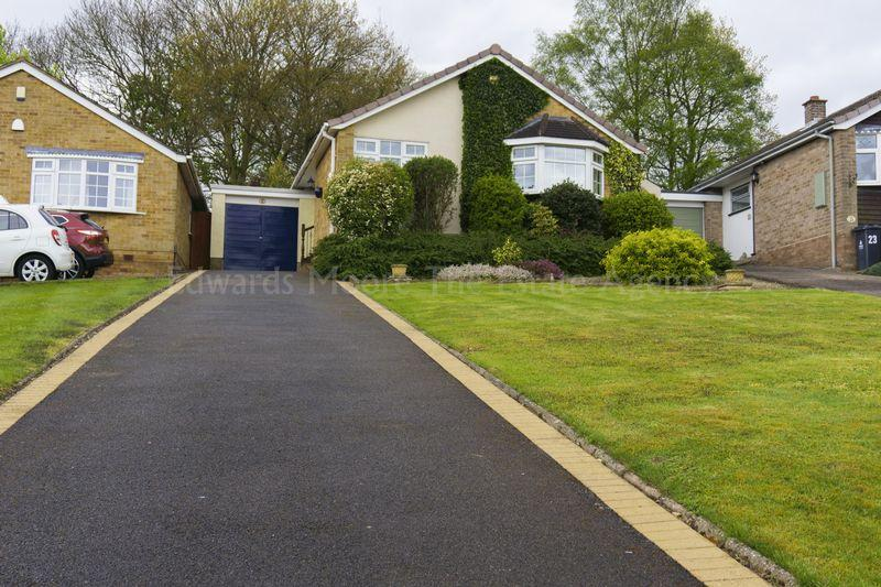 3 Bedrooms Detached Bungalow for sale in Lawson Close, Aldridge, Walsall