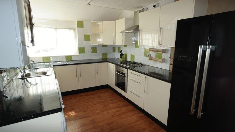 2 Bedrooms Terraced House for rent in Whimbrel Close, Thamesmead