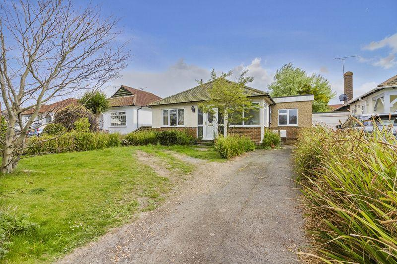 4 Bedrooms Bungalow for sale in Goring Way, Ferring