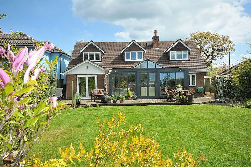 3 Bedrooms Detached House for sale in Common Lane, Lach Dennis