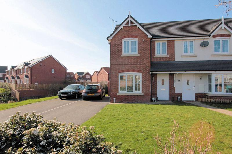 3 Bedrooms End Of Terrace House for sale in Ffordd Aberkinsey, Rhyl