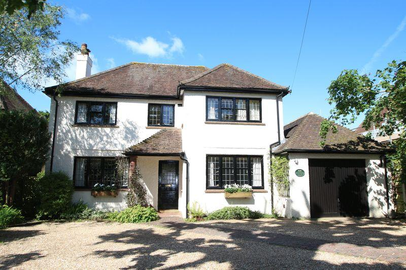 3 Bedrooms Detached House for sale in Horsham Road, Cranleigh
