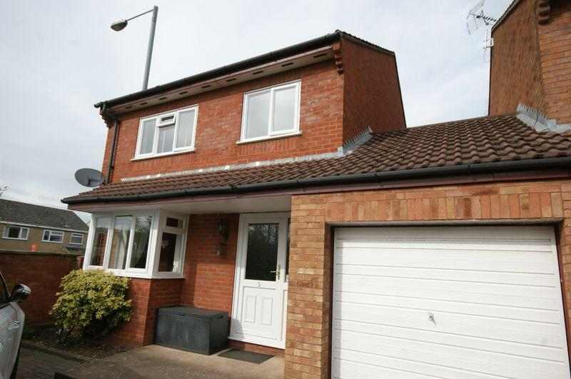 4 Bedrooms Detached House for sale in BISHOPS HULL
