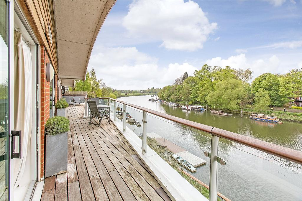 3 Bedrooms Flat for sale in Petersham Road, Richmond, Surrey, TW10