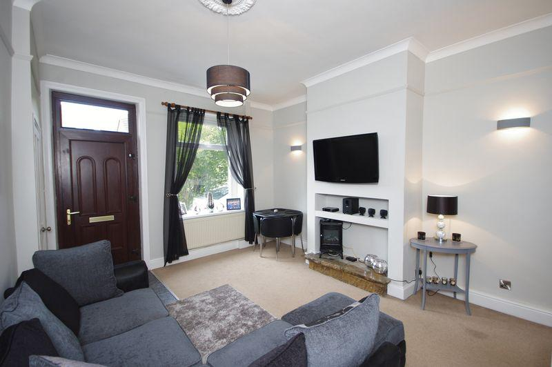 2 Bedrooms Terraced House for sale in Ely Street, Greetland, HX4 8BU