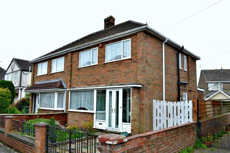 3 Bedrooms Semi Detached House for sale in Springway Crescent, Grimsby